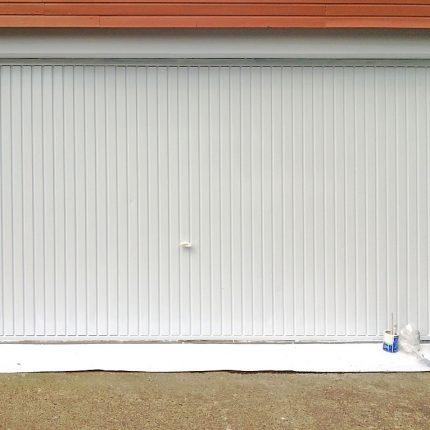 Garagentor streichen in Bremen Maler Kubicek