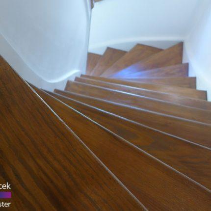 Treppe Treppenhaussanierung Gelaender streichen lackieren Maler Bremen 06